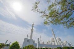 ABU DHABI, UAE -19 MARÇO DE 2016: Sheikh Zayed Grand Mosque em Abu Dhabi, Emiratos Árabes Unidos Fotos de Stock Royalty Free