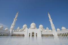 ABU DHABI, UAE -19 MARÇO DE 2016: Sheikh Zayed Grand Mosque em Abu Dhabi, Emiratos Árabes Unidos A mesquita grande em Abu Dhabi é Imagem de Stock