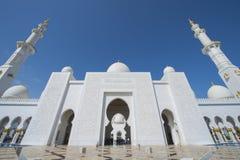 ABU DHABI UAE -19 MARS 2016: Sheikh Zayed Grand Mosque i Abu Dhabi, Förenade Arabemiraten Arkivbild