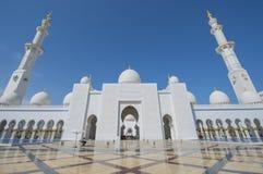 ABU DHABI UAE -19 MARS 2016: Sheikh Zayed Grand Mosque i Abu Dhabi, Förenade Arabemiraten Fotografering för Bildbyråer