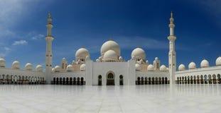 ABU DHABI UAE - MARS 26, 2016: Sheikh Zayed Mosque Arkivbilder