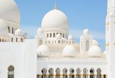 ABU DHABI UAE - MARS 26, 2016: Sheikh Zayed Mosque Royaltyfria Bilder