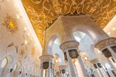 ABU DHABI, UAE, am 4. Oktober 2014: Sheikh Zayed Grand Mosque Inter Stockbild