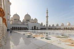 Abu Dhabi, UAE - 10. Oktober 2014: Sheikh Zayed-Moschee in Abu-AVW Lizenzfreie Stockfotos