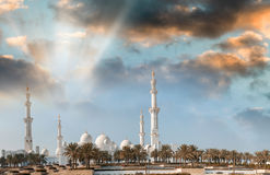 Abu Dhabi, UAE Panoramablick bei Sonnenuntergang von Sheikh Zayed Mosque Stockfotos
