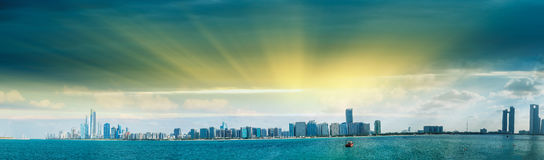 Abu Dhabi, UAE. Panoramic cityscape view at sunset from Marina v Royalty Free Stock Images
