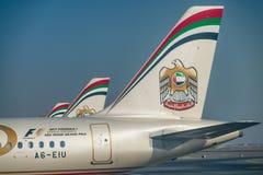 ABU DHABI, UAE - 3. SEPTEMBER 2017: Etihad-Flugzeuge in Abu Dhab Stockfotografie