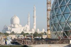 Abu Dhabi, UAE - 2016: Sheikh Zayed Uroczysty Meczetowy nowy rozszerzenie Obrazy Royalty Free