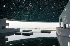 ABU DHABI, UNITED ARAB EMIRATES - 26 DE ENERO DE 2018: Louvre Abu D Fotografía de archivo