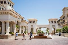 Abu Dhabi verão 2016 St interior brilhante e moderno Regis Saadiyat Island Resort do hotel de luxo Fotografia de Stock