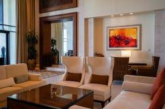 Abu Dhabi verão 2016 St interior brilhante e moderno Regis Saadiyat Island Resort do hotel de luxo Fotos de Stock Royalty Free