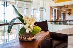 Abu Dhabi verão 2016 St interior brilhante e moderno Regis Saadiyat Island Resort do hotel de luxo Fotografia de Stock Royalty Free