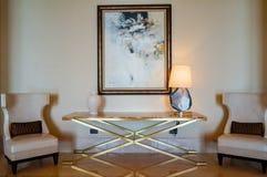 Abu Dhabi verão 2016 St interior brilhante e moderno Regis Saadiyat Island Resort do hotel de luxo Imagem de Stock