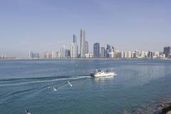 Abu Dhabi, Vereinigte Arabische Emirate rühmt sich großer Skyline Compos Stockbilder
