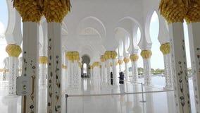 Abu Dhabi, Verenigde Arabische Emiraten Al Nahyan van de Sultan van de Bak van Zayed van de sjeik Moskee stock footage