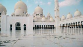 Abu Dhabi, Verenigde Arabische Emiraten Al Nahyan van de Sultan van de Bak van Zayed van de sjeik Moskee stock videobeelden