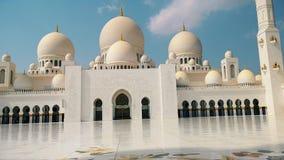 Abu Dhabi, Verenigde Arabische Emiraten Al Nahyan van de Sultan van de Bak van Zayed van de sjeik Moskee stock video