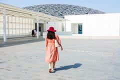 ABU DHABI, VERENIGDE ARABISCHE EMIRATEN - 26 JANUARI, 2018: Vrouwelijke touri Royalty-vrije Stock Afbeelding