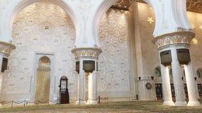 Abu Dhabi, Verenigde Arabische Emiraten - Oktober 2018: Al Nahyan van de Sultan van de Bak van Zayed van de sjeik Moskee stock footage