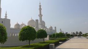 Abu Dhabi, Verenigde Arabische Emiraten - Oktober 2018: Al Nahyan van de Sultan van de Bak van Zayed van de sjeik Moskee stock video