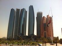 Abu Dhabi-Wolkenkratzer Stockfotos