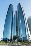 ABU DHABI ZJEDNOCZONE EMIRATY ARABSKIE, GRUDZIEŃ, - 4, 2016: Etihad Góruje w Abu Dhabi Etihad Góruję jest imieniem kompleks budyn Zdjęcie Royalty Free