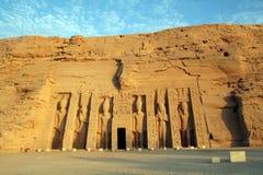 Abu Simbel Małej królowej świątynia (świątynia Hathor & Nefertari) [Blisko Jeziorny Nasser, Egipt, państwa arabskie, Afryka]. Zdjęcie Stock