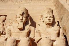 Abu Simbel-voorgevel bij de historycal plaats van Abu Simbel in Zuid-Egypte royalty-vrije stock foto