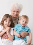 Abuela con los nietos imágenes de archivo libres de regalías