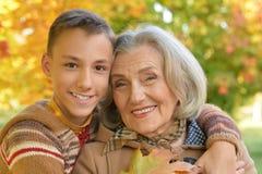 Abuela con su nieto Imágenes de archivo libres de regalías