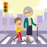 Abuela de ayuda del muchacho crosswalking Fotografía de archivo