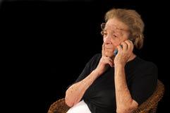 Abuela en el teléfono Imagenes de archivo