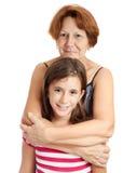 Abuela que abraza a su nieta Fotografía de archivo