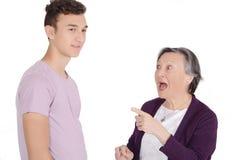 Abuela que discute con su nieto adolescente Imagen de archivo