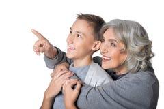 Abuela que muestra algo al nieto Imágenes de archivo libres de regalías