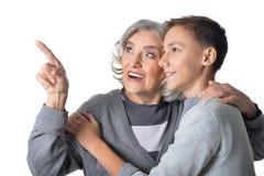 Abuela que muestra algo al nieto Fotografía de archivo libre de regalías