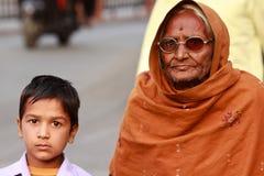 Abuela y niño indios Fotografía de archivo