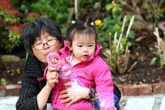 Abuela y nieta Imágenes de archivo libres de regalías
