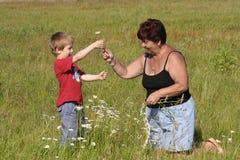 Abuela y nieto fotografía de archivo