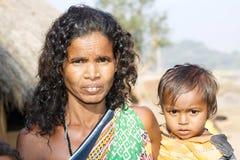 Abuela y nieto tribales indios Foto de archivo libre de regalías