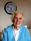 Abuela y reloj foto de archivo