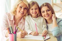 Abuelita, mamá e hija imagen de archivo