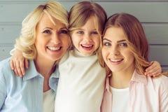 Abuelita, mamá e hija fotografía de archivo