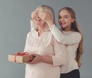 Abuelita y nieta Imágenes de archivo libres de regalías