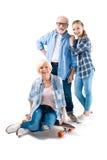Abuelo, abuela y nieta feliz con el monopatín Foto de archivo libre de regalías