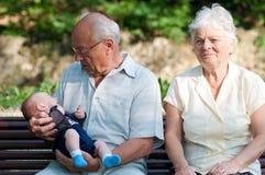 Abuelo, abuela y un bebé Imágenes de archivo libres de regalías
