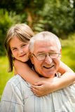 Abuelo feliz con el nieto Imágenes de archivo libres de regalías