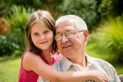 Abuelo feliz con el nieto Fotografía de archivo