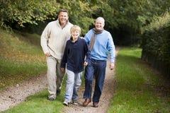 Abuelo que recorre con el hijo y el nieto Imagen de archivo