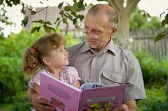 Abuelo y nieta Foto de archivo libre de regalías